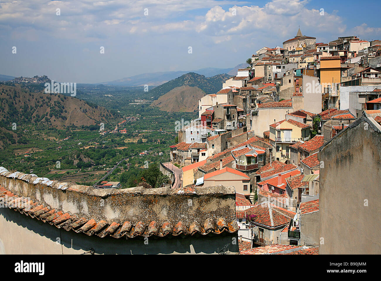 Landscape motta camastra sicily italy stock photos for Motta arredi catania