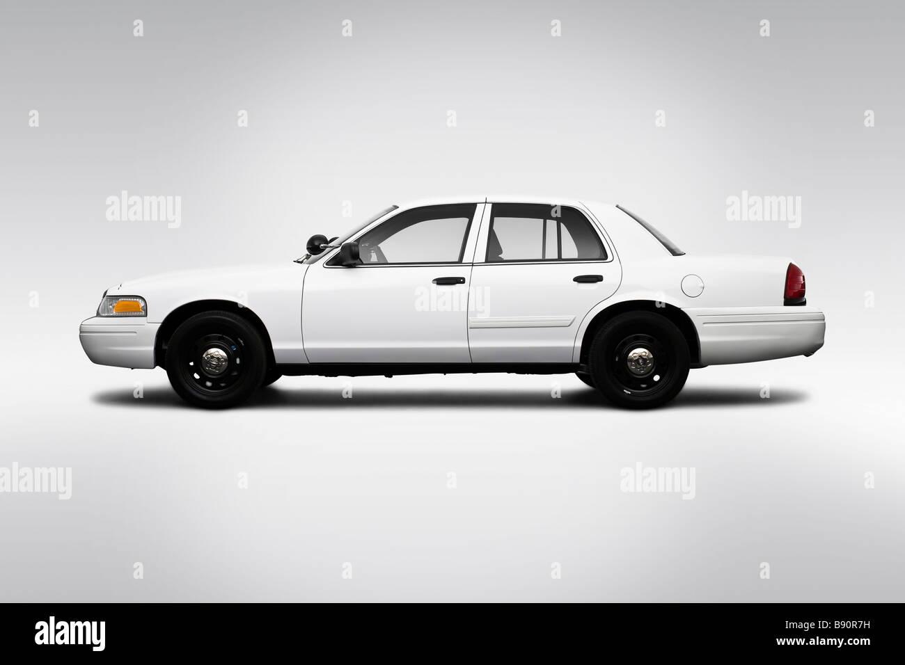 2009 ford crown victoria police interceptor in white. Black Bedroom Furniture Sets. Home Design Ideas