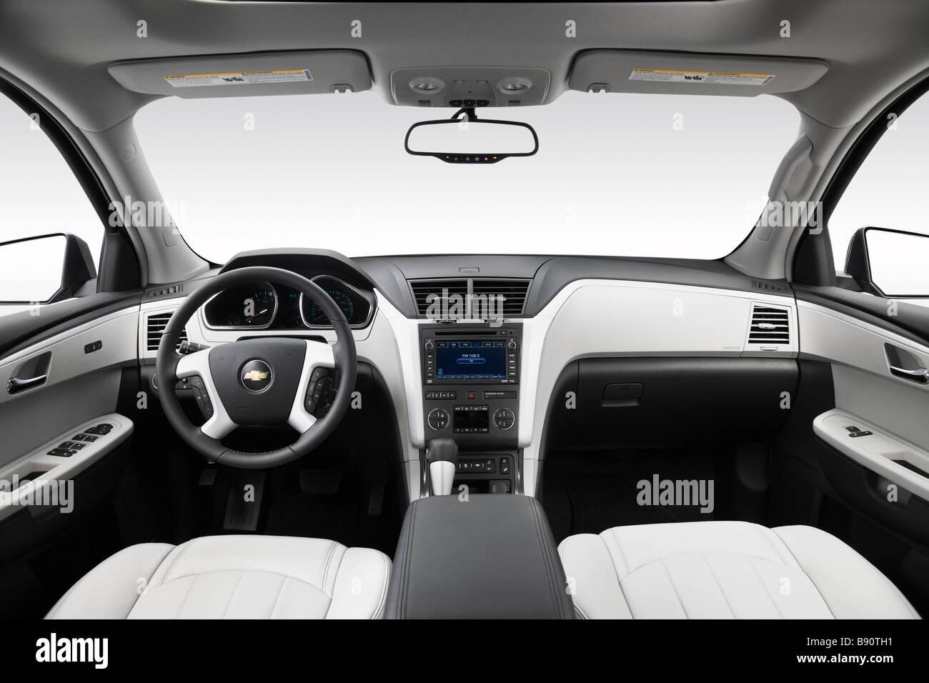 2009 Chevrolet Traverse LTZ in Gray - Dashboard, center console ...