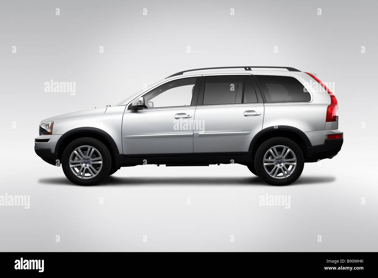 2009 volvo xc90 in silver - drivers side profile stock photo