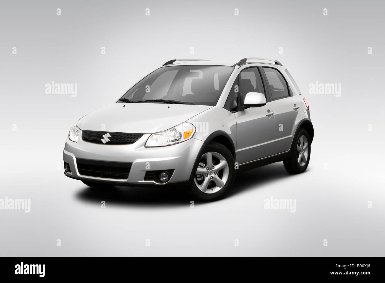 2009 Suzuki SX4 Crossover in Silver - Front angle view - Stock Image