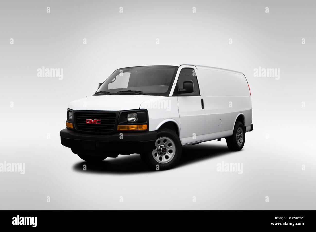 2009 GMC Savana Cargo 1500 Work Van in White - Front angle view - Stock Image