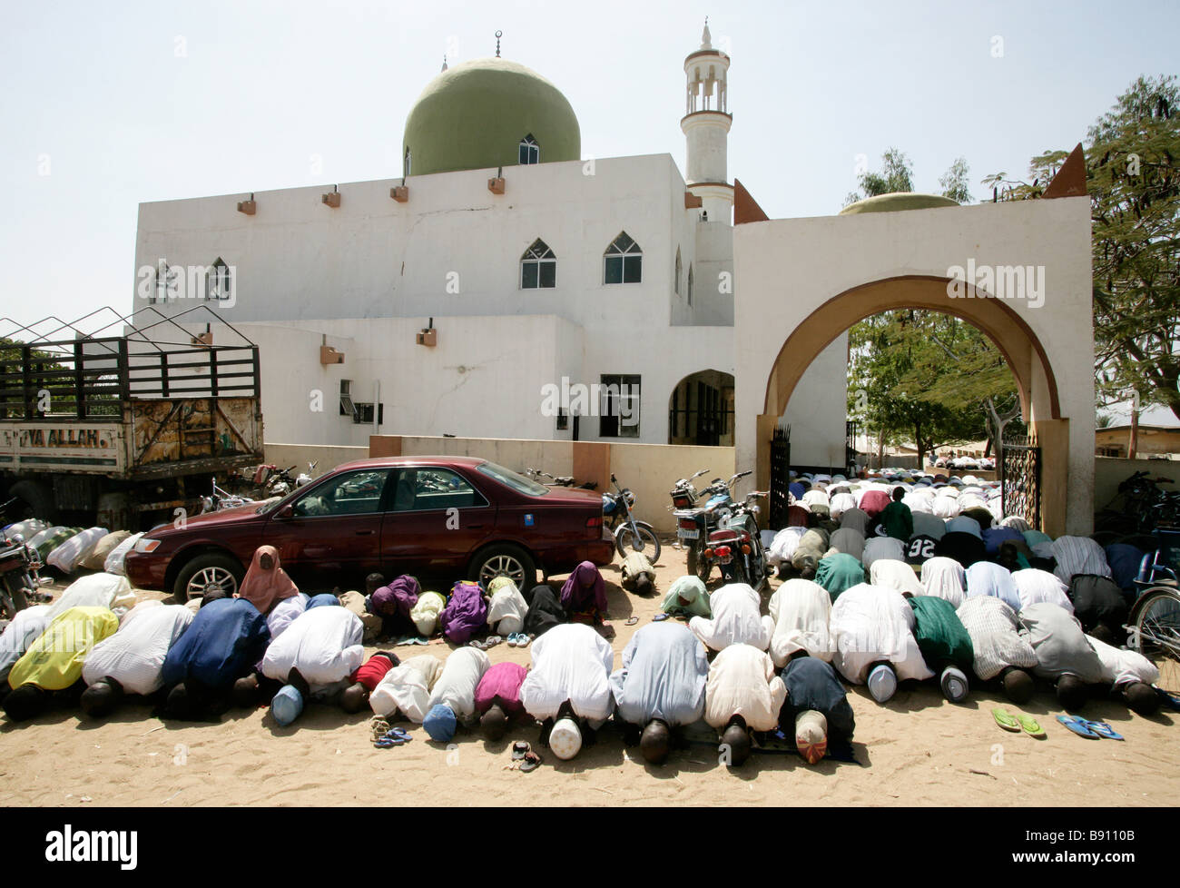 Nigeria: Muslim Friday prayer in front of the mosque of Wase/Nigeria - Stock Image