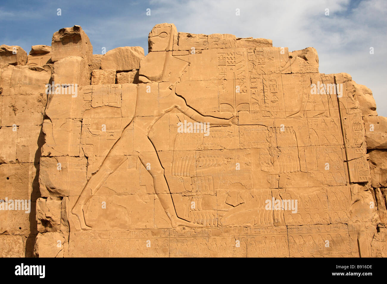 Wall relief showing Tuthmosis III smiting his enemies carved on Seventh Pylon, Karnak Temple, Luxor, Egypt - Stock Image
