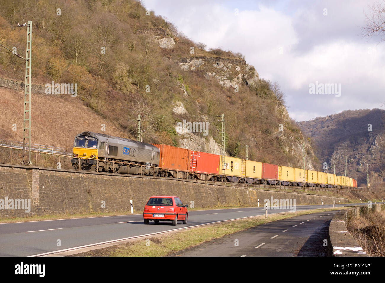 DLC class 66 PB15 with an intermodal freight train near Bacharach - Stock Image