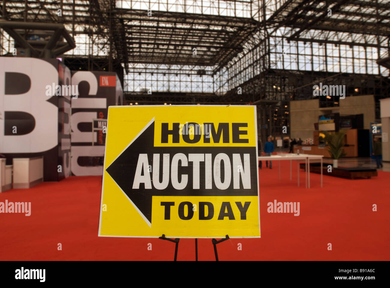 Real estate bargain hunters descend on the Jacob Javits Convention Center in New York - Stock Image