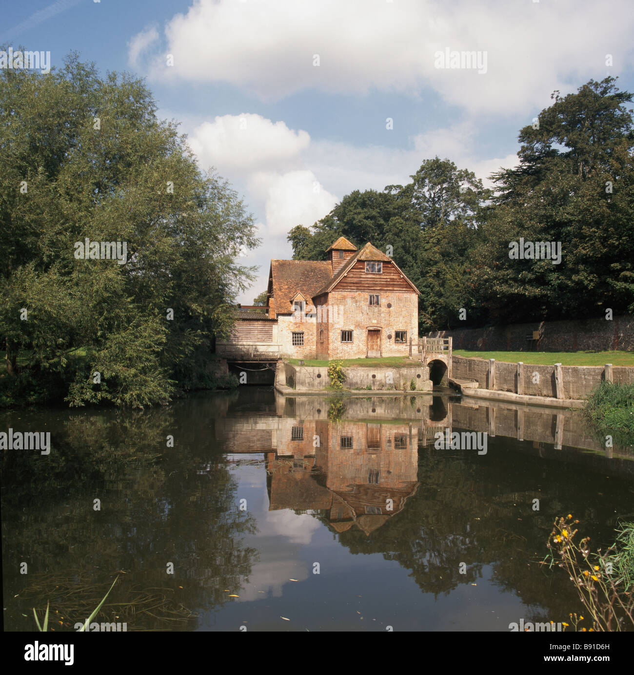 Mapledurham watermilll on the river Thames, Oxfordshire. - Stock Image