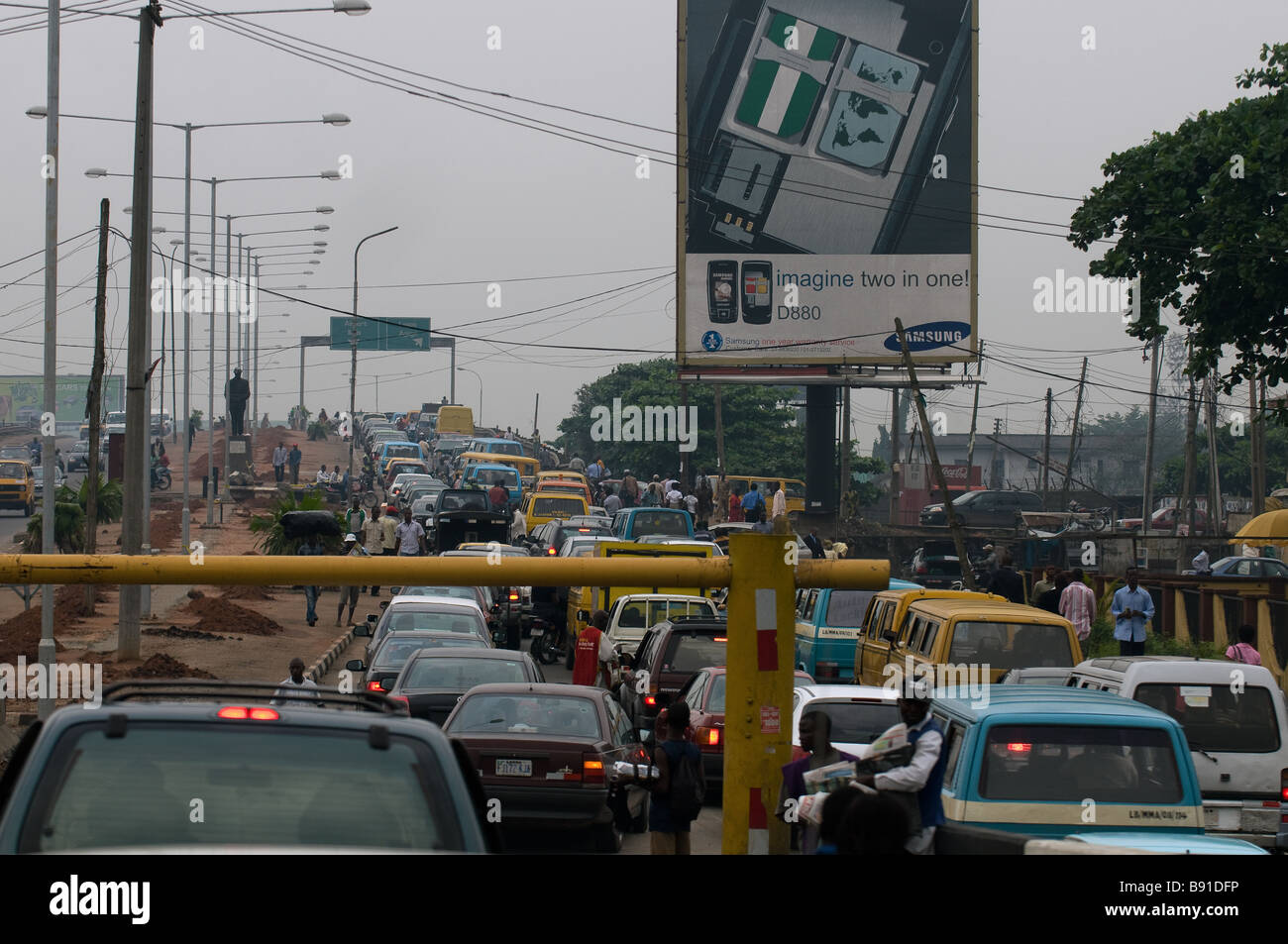 Airport Road in Lagos, Nigeria - morning 'go slow' traffic and truck barrier on entrance to flyover - Stock Image