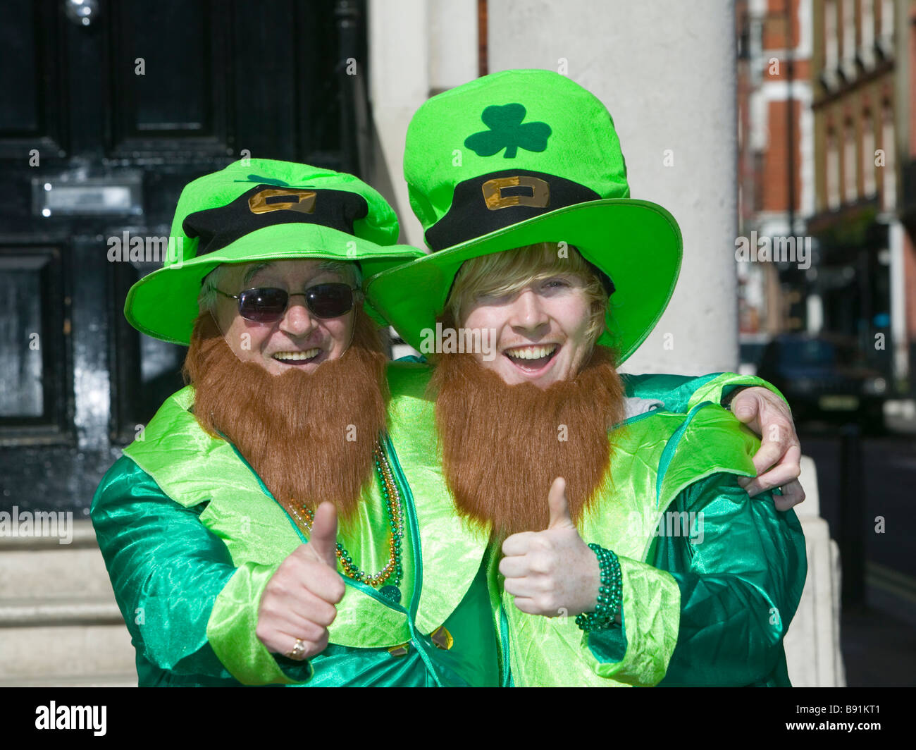 St Patricku0027s Day Parade - London 2009. Two men in Leprechaun costumes  sc 1 st  Alamy : leprechaun costumes for men  - Germanpascual.Com