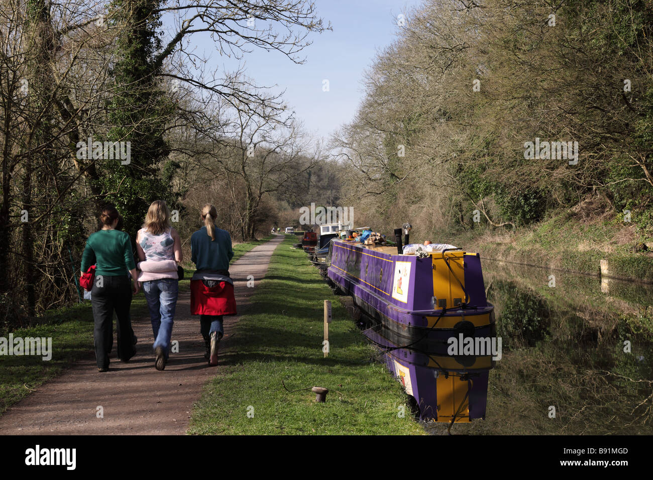 Young girls walking along the Kennet & Avon canal towpath, Avoncliff, Wiltshire - Stock Image
