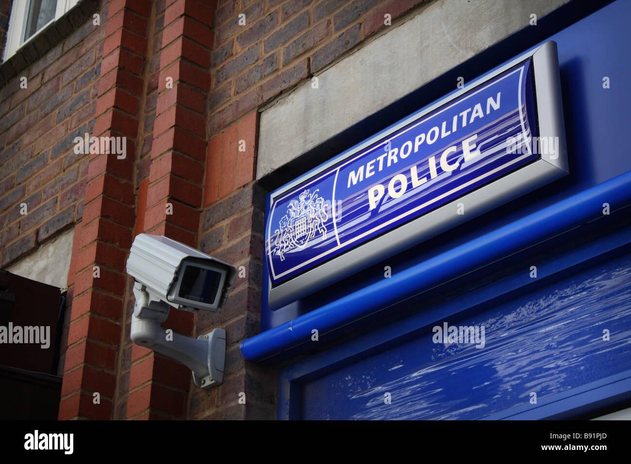 Metropolitan police surveillance camera and sign. - Stock Image