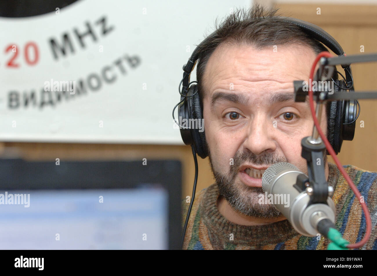 Satirist writer and journalist Viktor Shenderovich appears in an Ekho Moskvy radio live cast to comment his prosecution - Stock Image