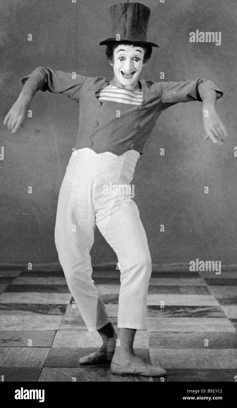 French mime Marcel Marceau performing at the Mosfilm studio Stock Photo
