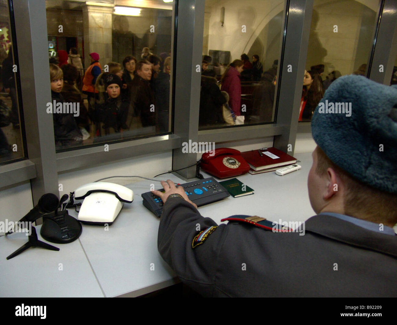 One of the new public order watchposts of the Internal Affairs division servicing Moscow underground Okhotny Ryad - Stock Image