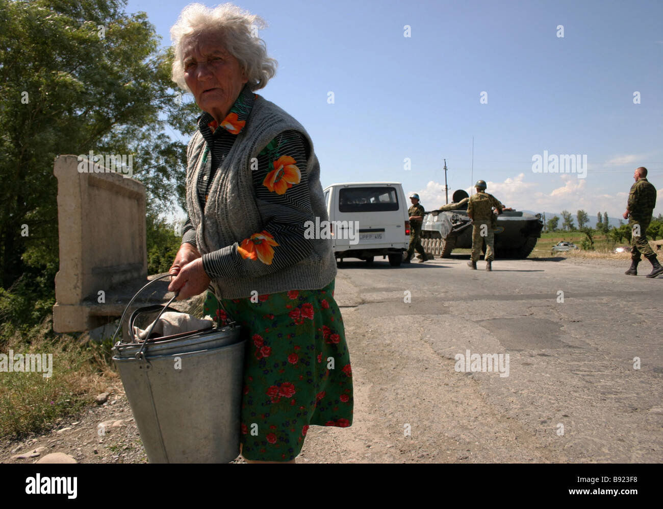 A roadblock manned by Russian peacekeepers near the village of Megvrekisi in the area of the Georgian Ossetian conflict - Stock Image