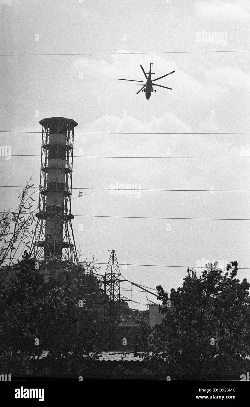 Helicopter over the reactor following the Chernobyl accident - Stock Image
