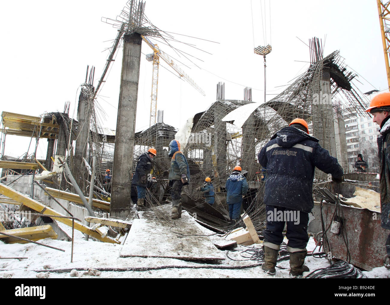 Structures of a building collapse on Moscow s Kirovograd Street just opposite house No 42 - Stock Image