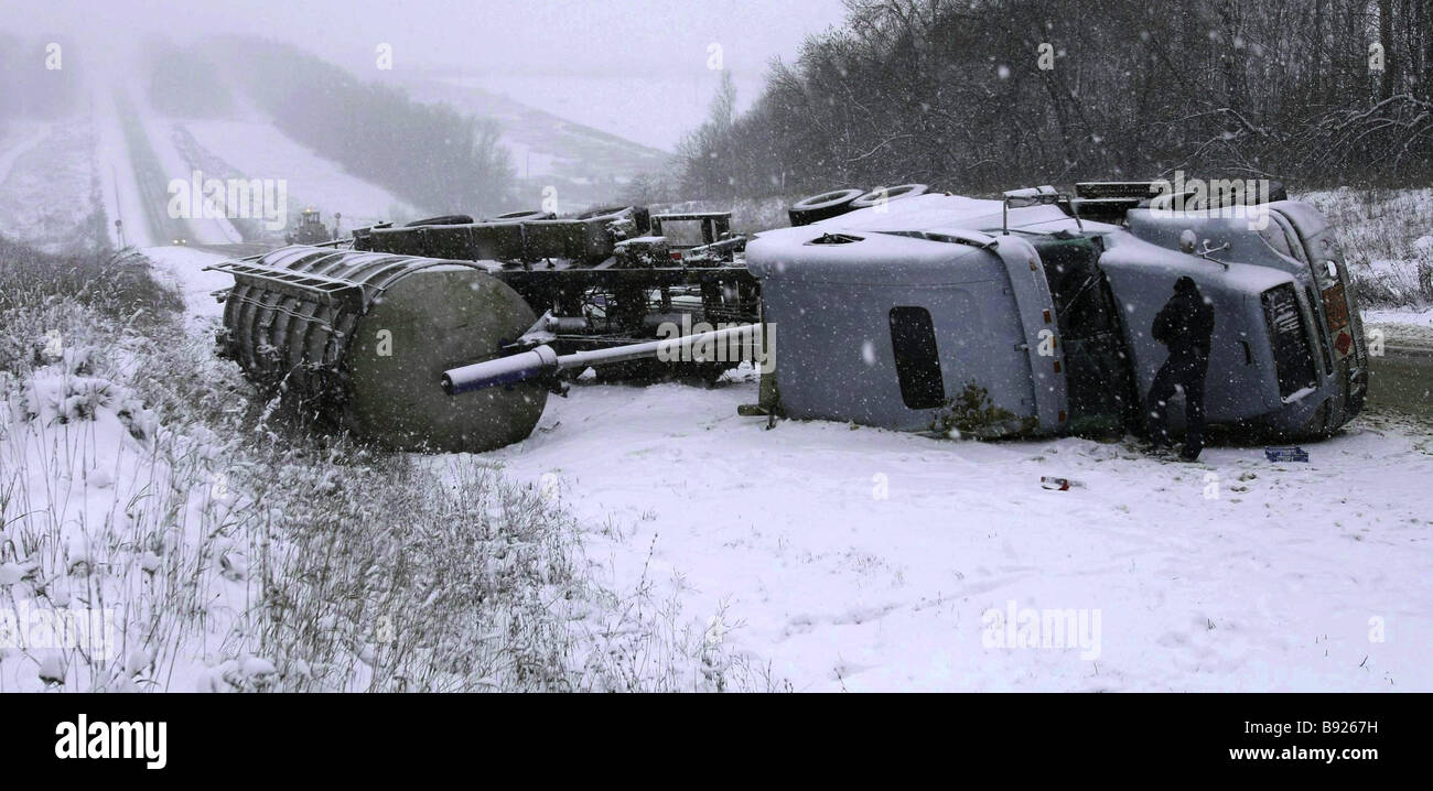 An accident occurred on November 13 2007 on a road along the border between the region of Tula and the region of - Stock Image
