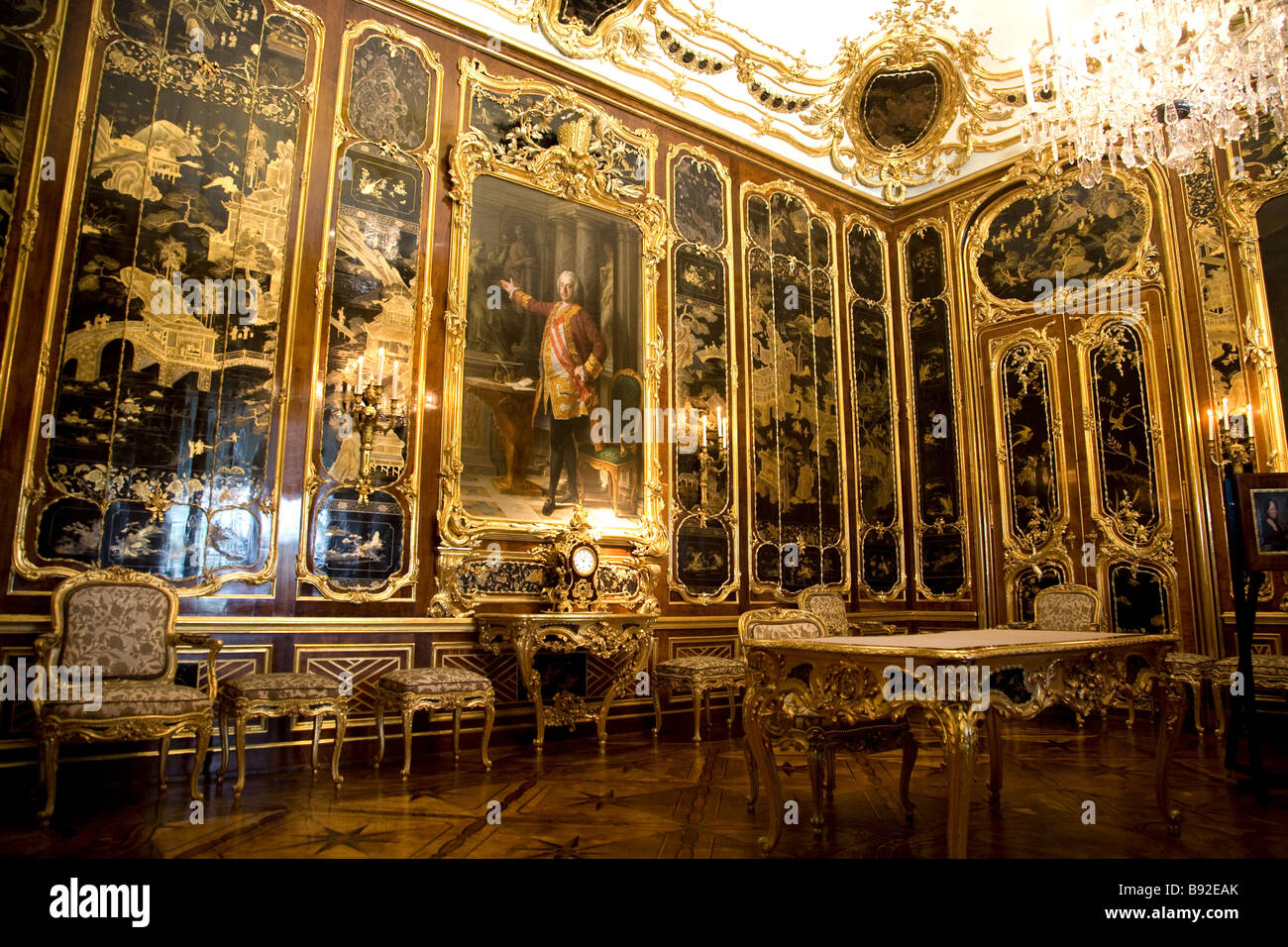 One of the 1440 sumptuously decorated rooms of Schloss Schonbrunn Vienna Austria - Stock Image