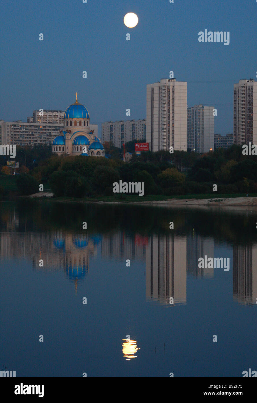 A pond in Orekhovo Borisovo a Moscow neighborhood on a moonlit night - Stock Image