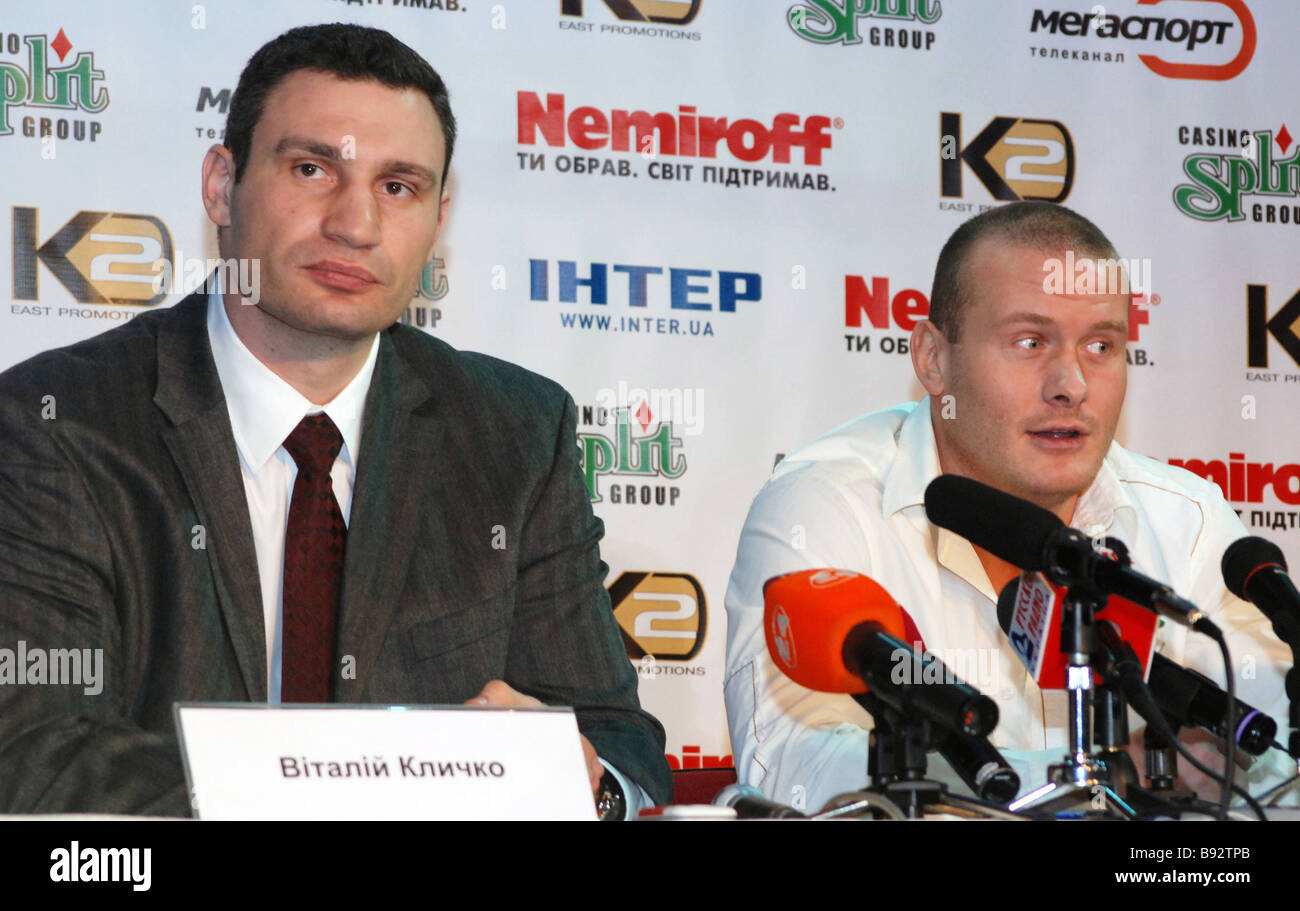 From left to right Boxers Vitaly Klichko and Vyacheslav Uzelkov attending news conference on a forthcoming first - Stock Image