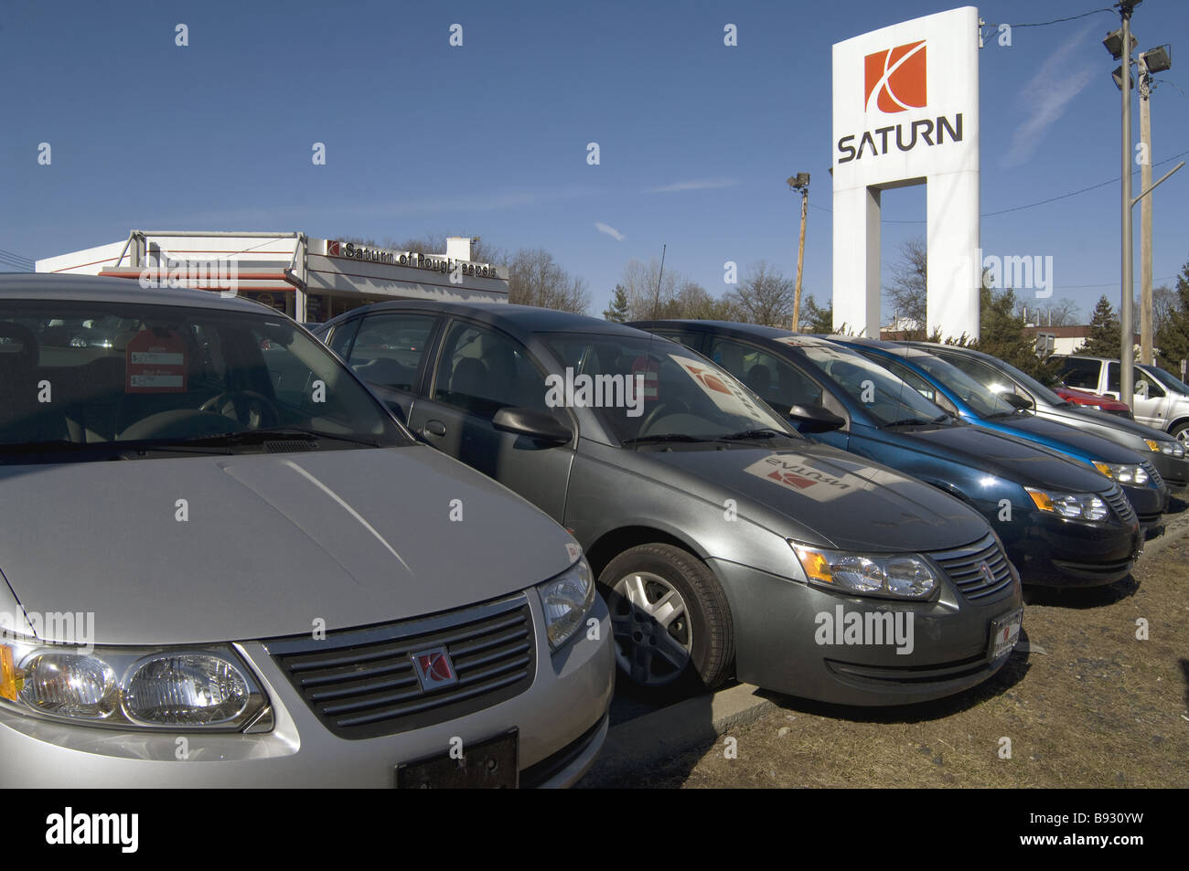 Saturn car dealership lot during 2009 recession full of unsold cars ...