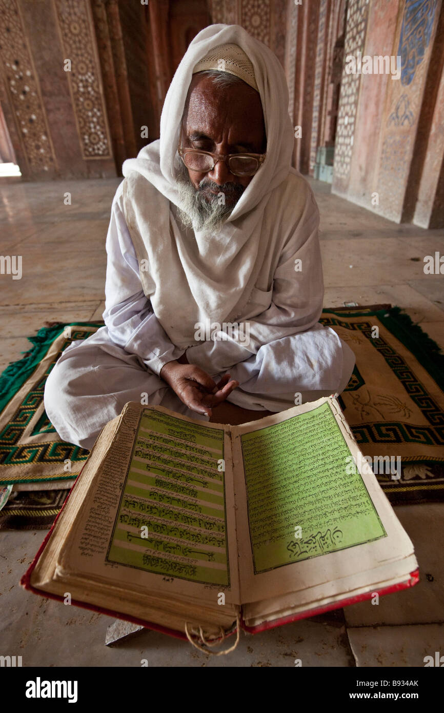 Imam Reading from Holy Quran in the Friday Mosque in Fatehpur Sikri India - Stock Image
