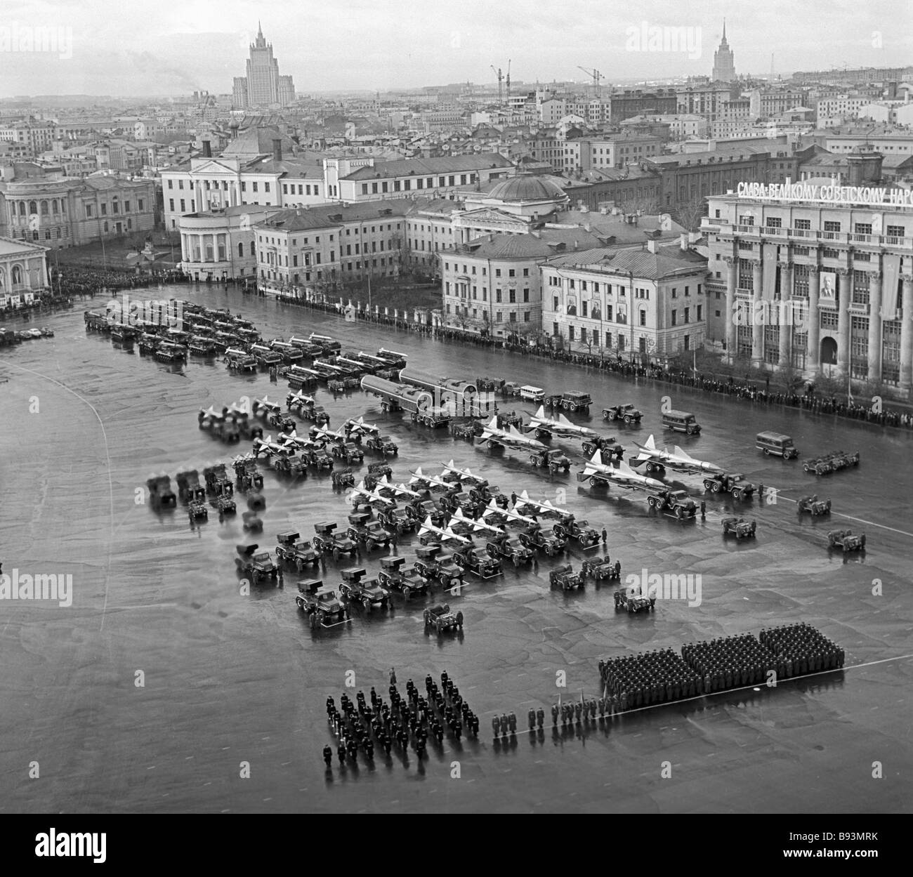 Military weaponry in the Manezh square for the 7th of November parade - Stock Image