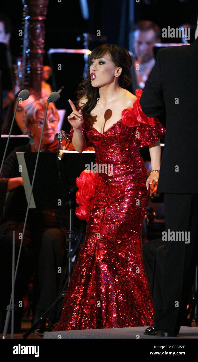 South Korean opera singer Sumi Yo performing with famous Russian barytone Dmitry Khvorostovsky at the State Kremlin Stock Photo