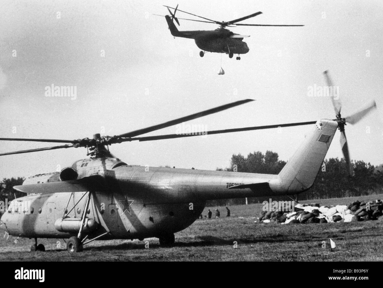 Mi 6 helicopters eliminating the consequences of the Chernobyl disaster - Stock Image