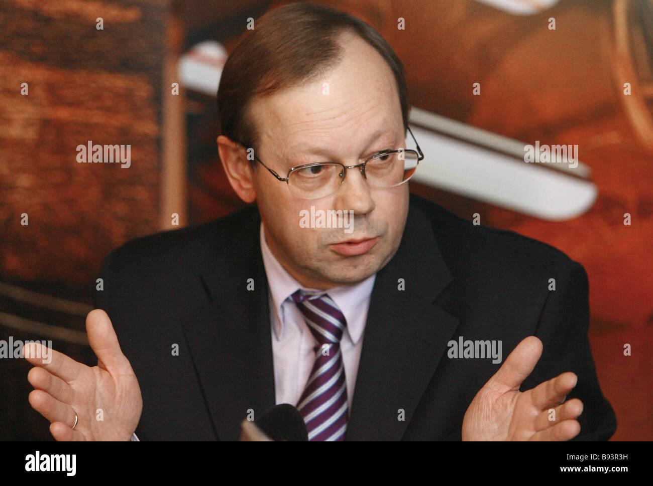 Vladislav Fronin the editor in chief of the daily Rossiyskaya Gazeta speaking on the air at the Ekho Moskvy radio - Stock Image