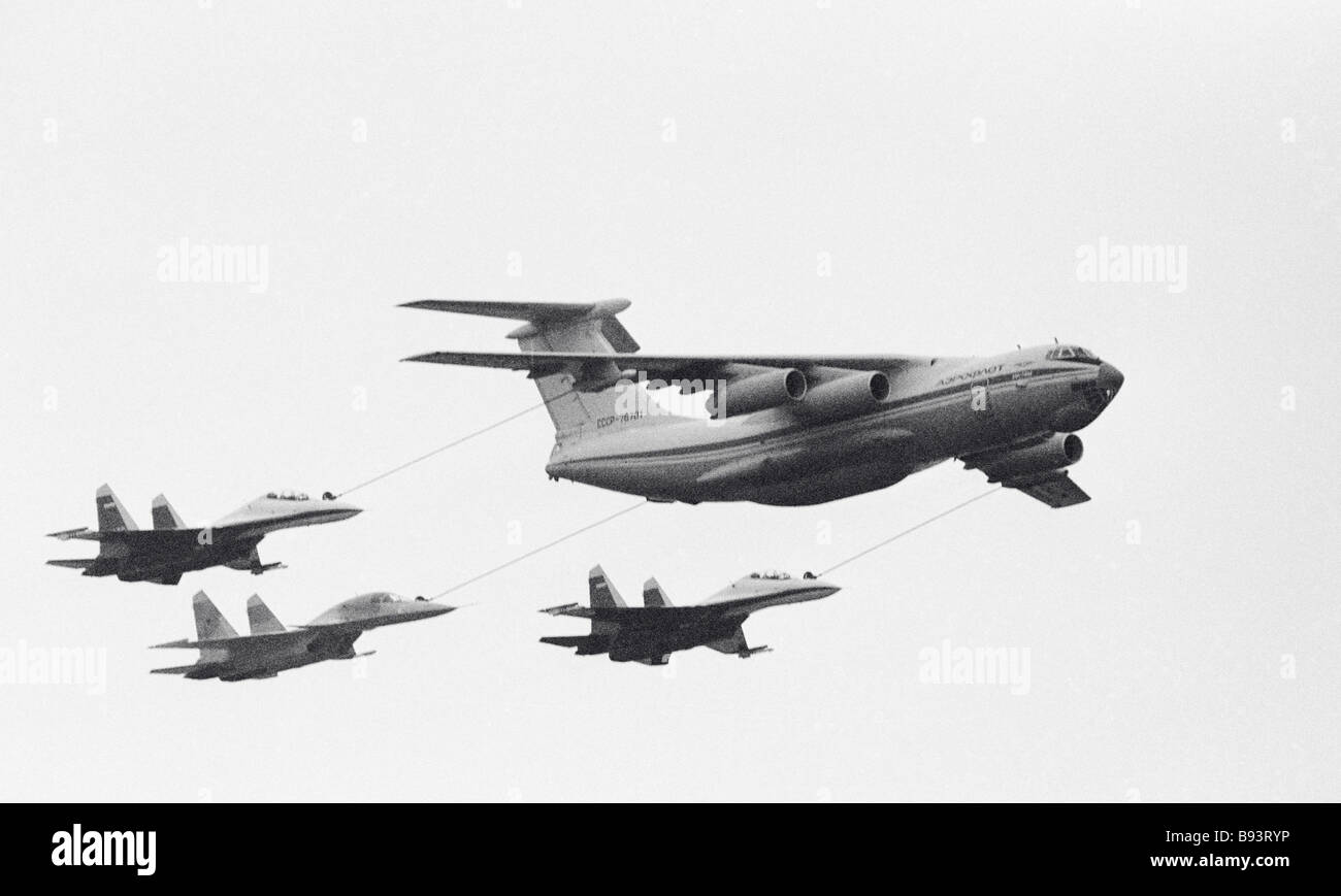 Aircraft refueling in mid air at Mosaeroshow 92 in Zhukovsky - Stock Image