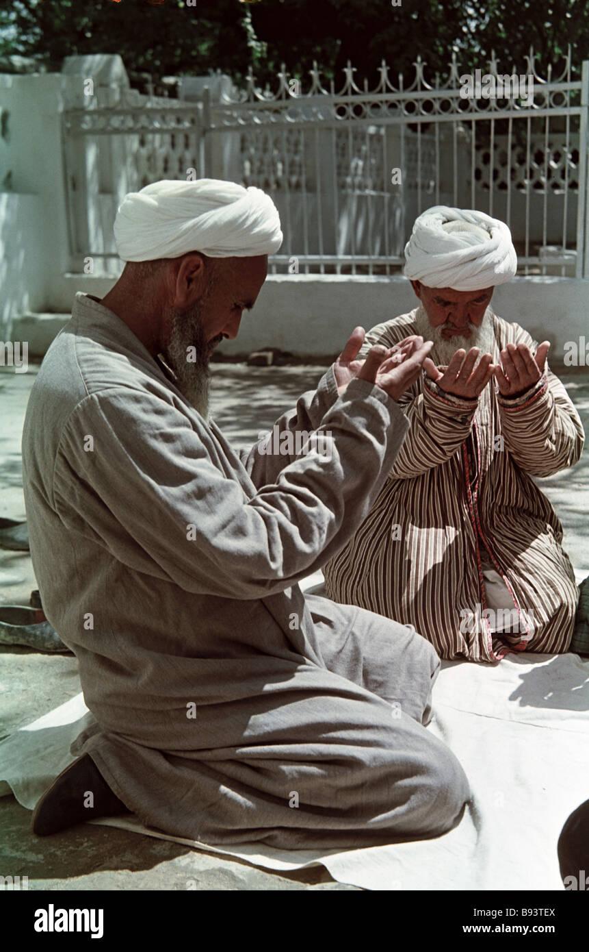 Tashkent Muslims praying - Stock Image
