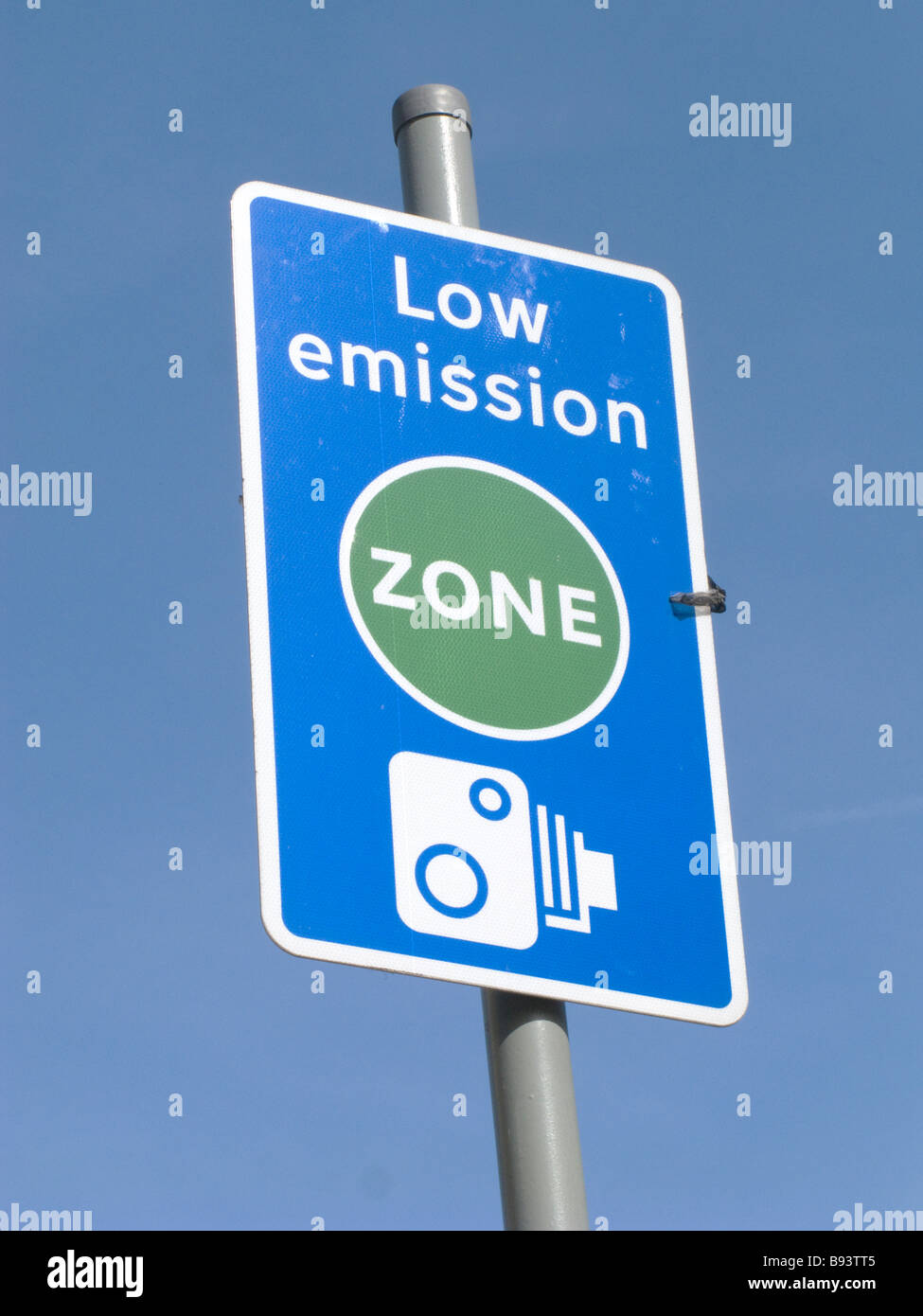 UK.Signs for Low emission zone in Brixton,London Photo Julio Etchart - Stock Image