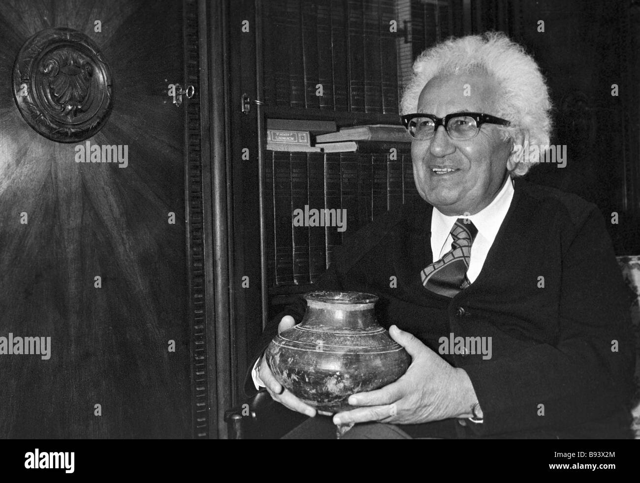 Babken Arakelyan director of the Archaeology Institute at the Academy of Sciences of the Armenian SSR with an antique - Stock Image