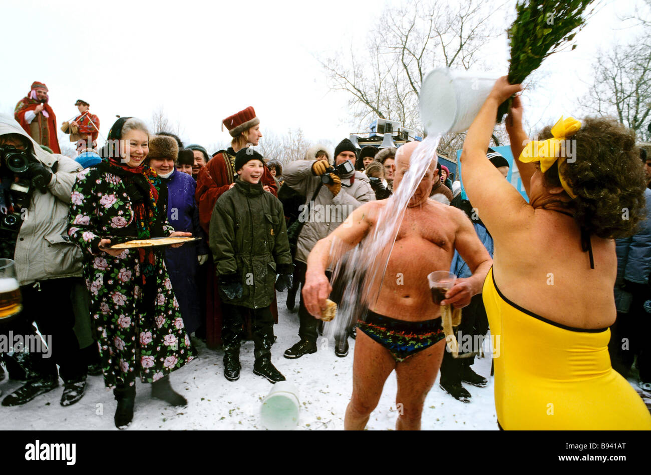 People having a cold shower during Mardi Gras festivities in Kolomenskoye Moscow - Stock Image