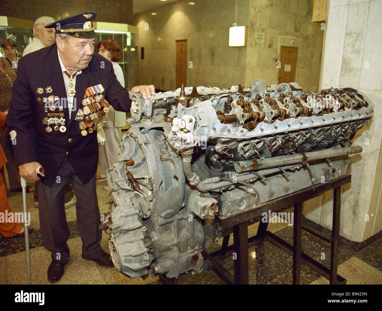 WWII veteran at the genuine Allison aviation engine from BELL R 63 plane handed over to the Central WWII Museum - Stock Image