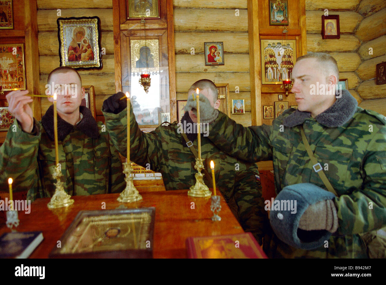 Soldiers of the Russian defence ministry s 46th interior troop brigade deployed in the Chechen Republic are in the - Stock Image