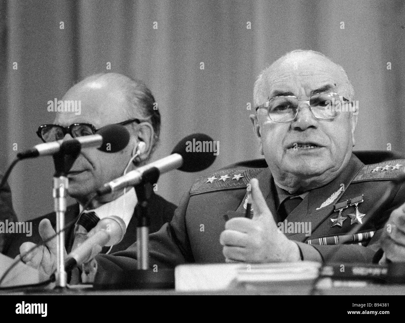 Chairman of the Soviet anti Zionist committee Twice Hero of the Soviet Union Colonel General David Dragunsky right Stock Photo
