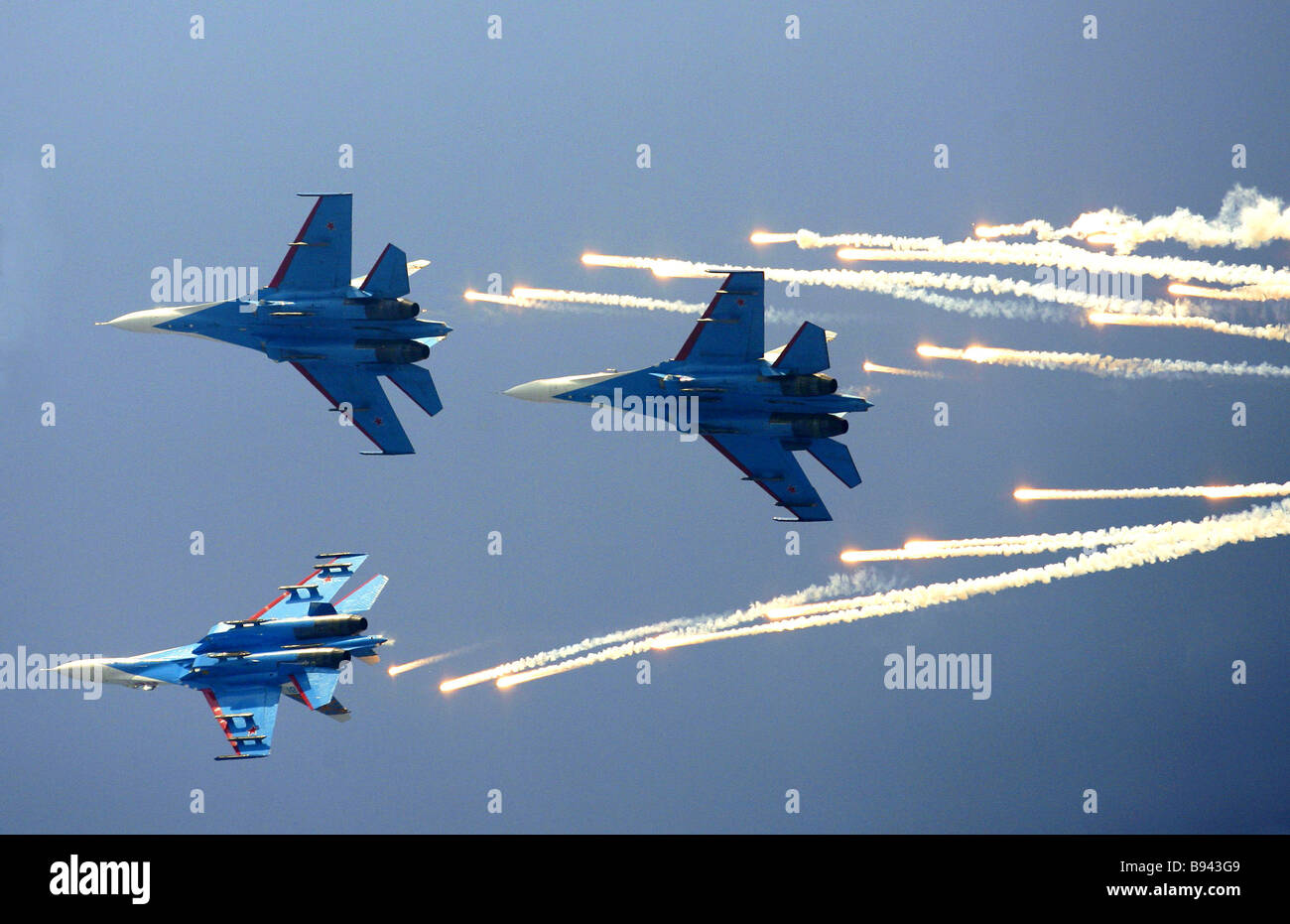 The Russian Knights aerobatic team piloting the Su 27 fighter at the opening ceremony of the MAKS 2007 International - Stock Image