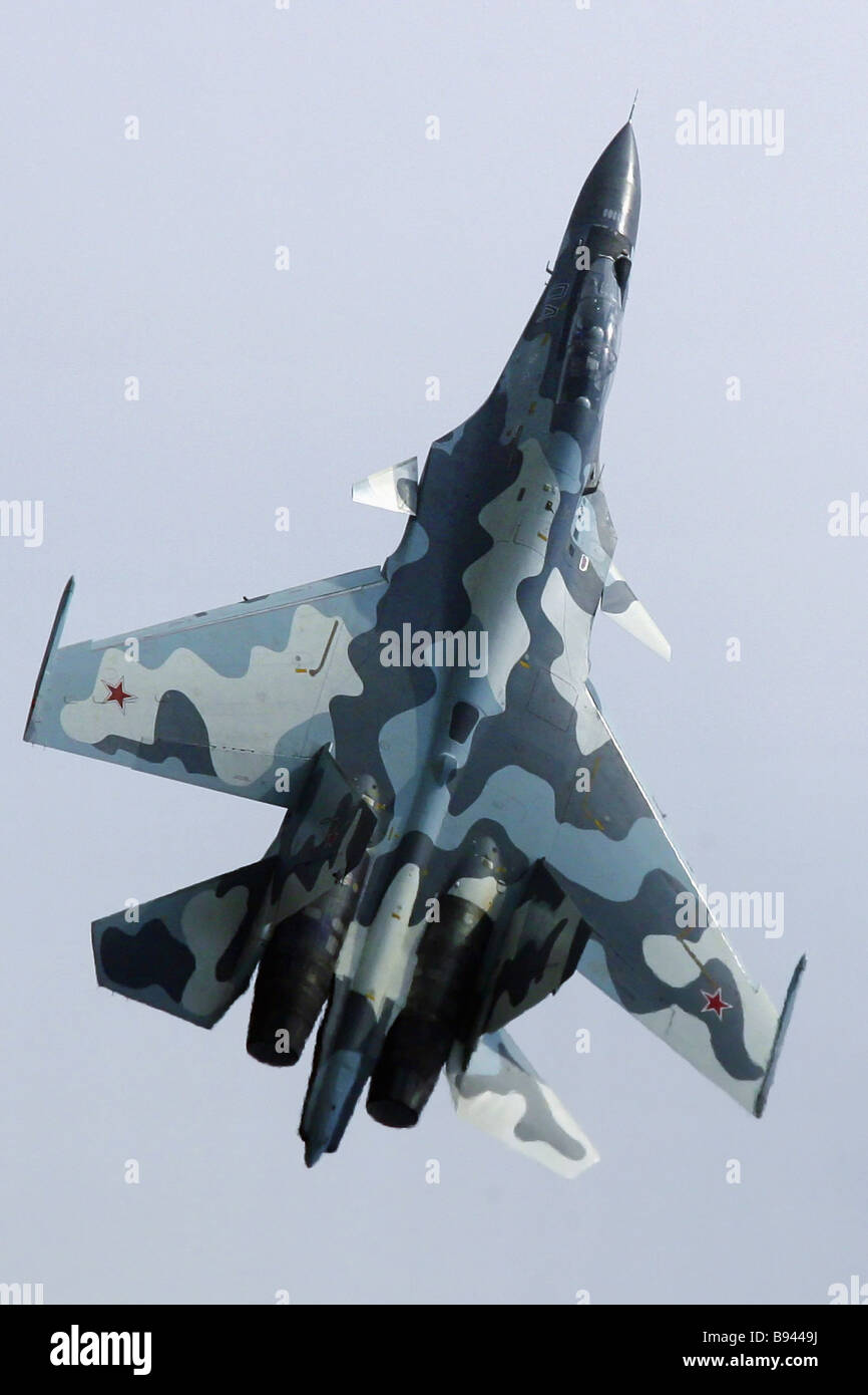 A Su 30 Flanker C air superiority fighter during a demonstration flight at the MAKS 2007 air show in Zhukovsky - Stock Image
