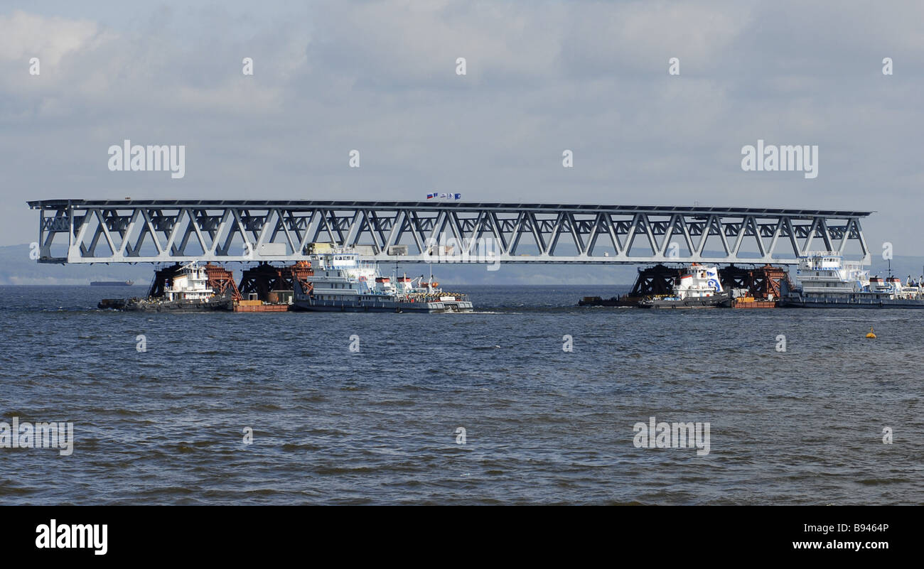 Transporting a bridge span during the construction of a bridge across the Volga River Ulyanovsk - Stock Image