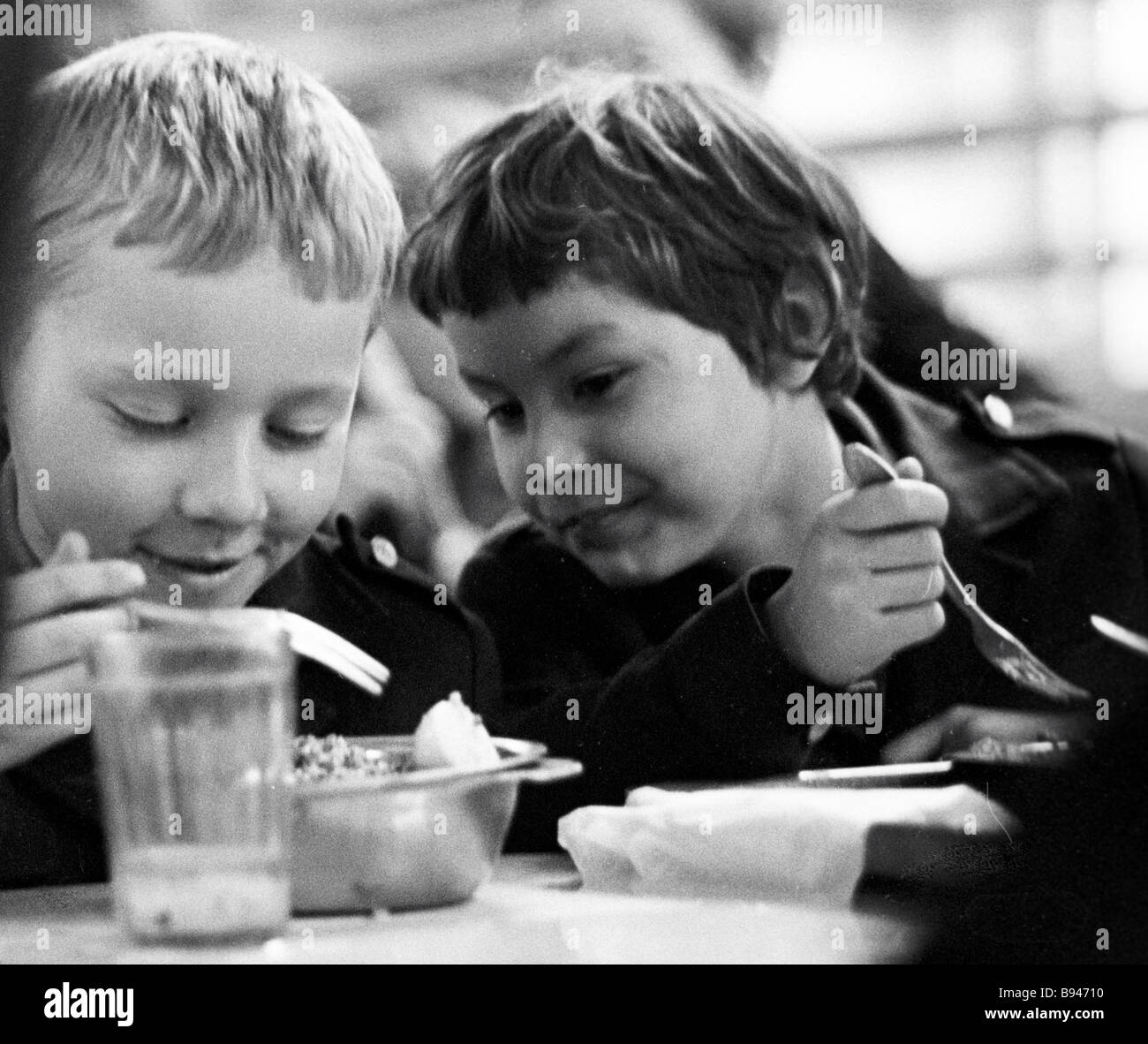Children in the canteen during lunch break Secondary school No 710 Moscow - Stock Image