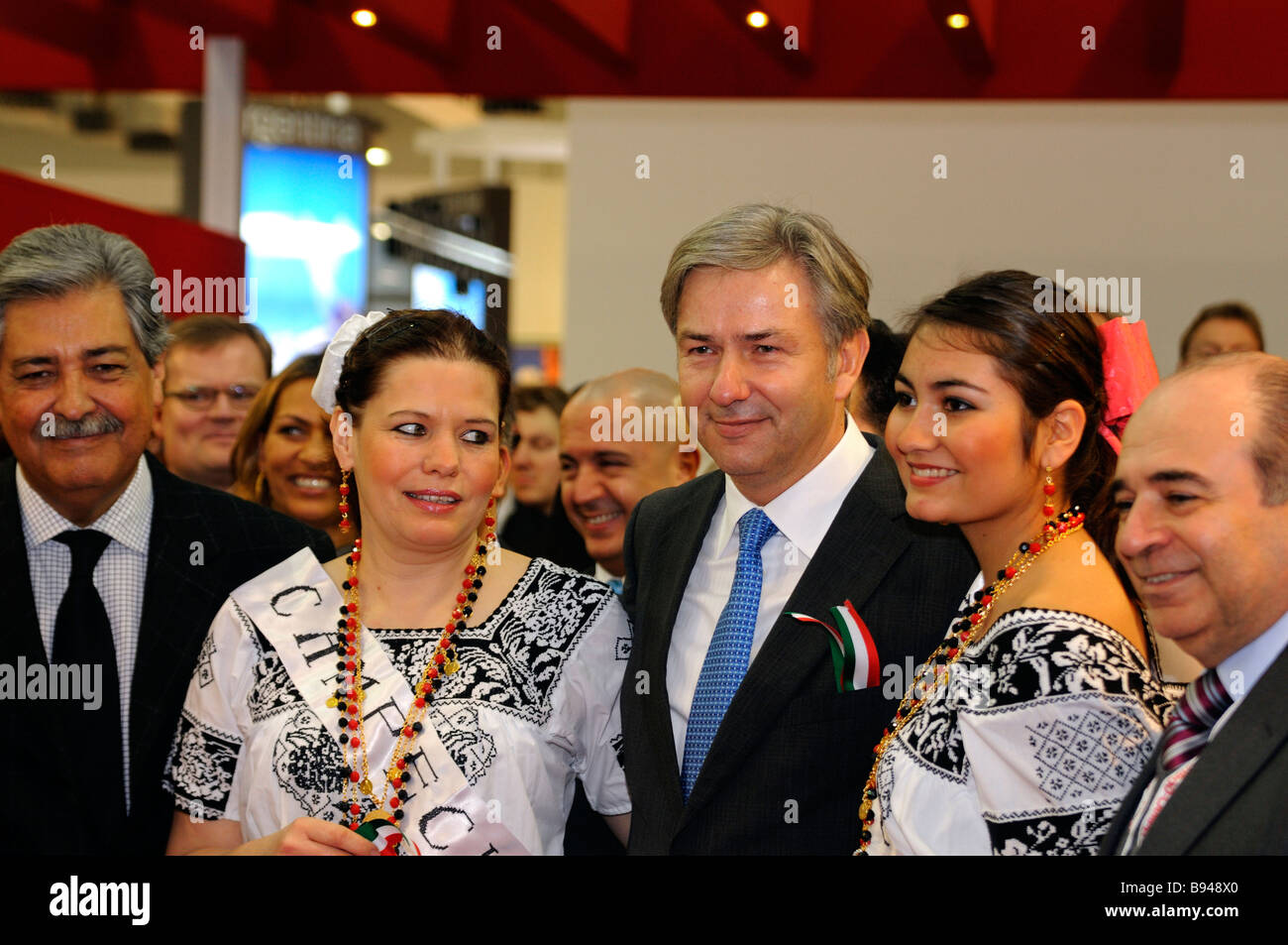 The mayor of Berlin Klaus Wowereit with two Mexican ladies on his side at the International Tourism Bourse ITB in - Stock Image