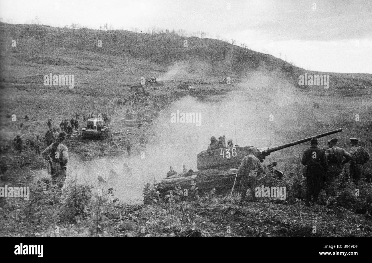Soviet troops of the 1st Far Eastern front crossing the Manchurian border - Stock Image