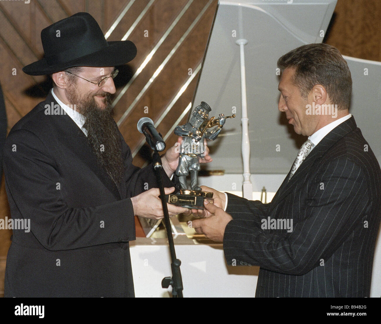 Russia s chief rabbi Berl Lazar right giving the Person of the Year prize in the Sponsorship nomination to Israeli - Stock Image