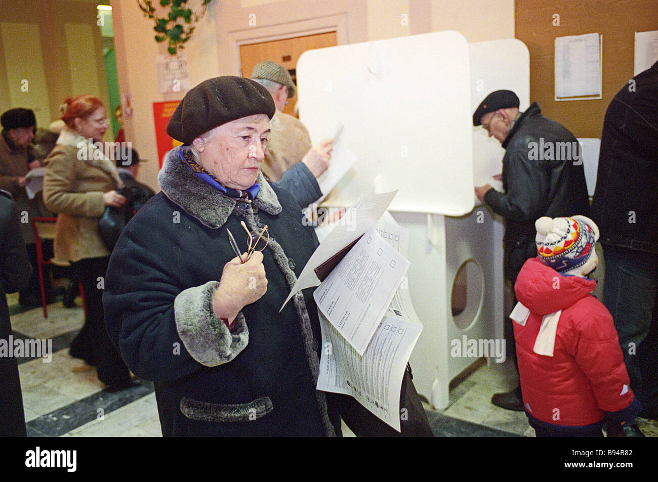 Moscow residents elect State Duma deputies and Moscow Mayor at polling station No 431 - Stock Image