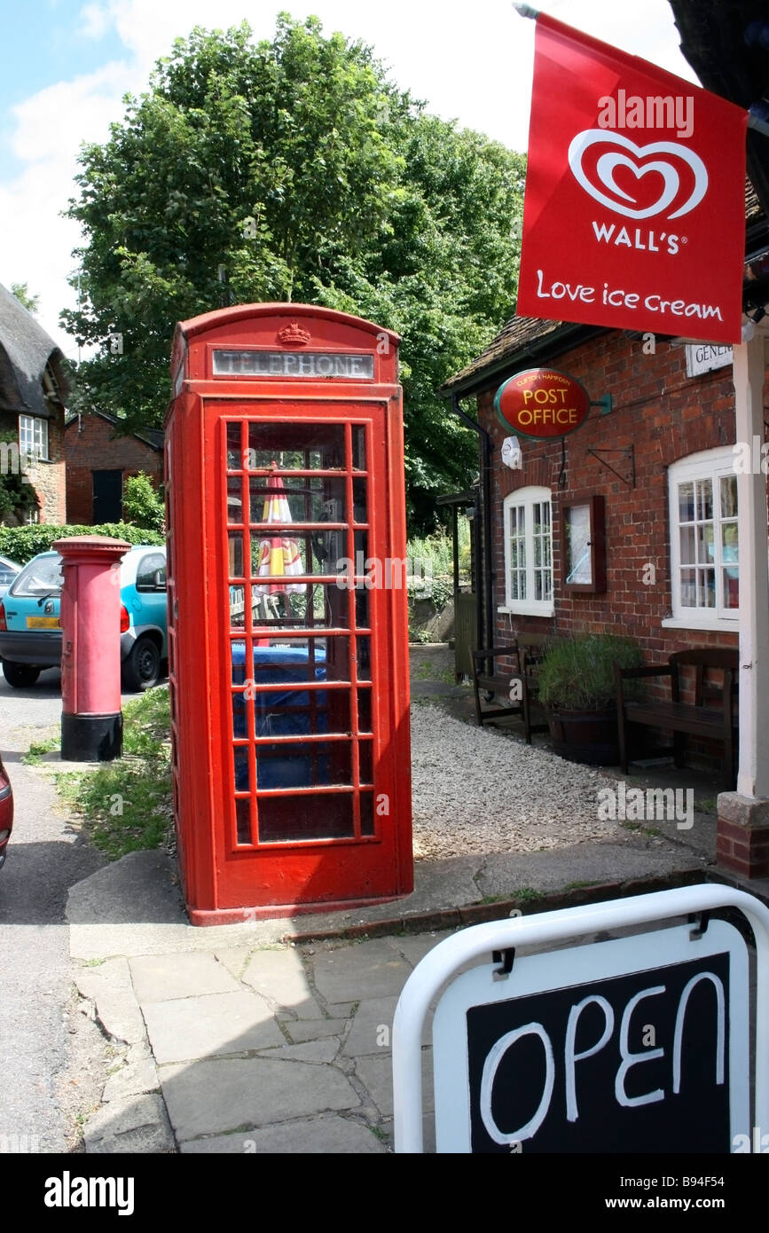 Village Post Office and telephone kiosk - Stock Image