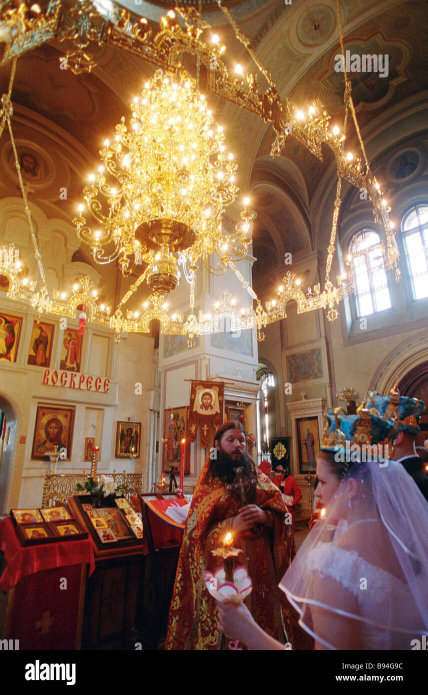 A wedding ceremony at the All Saints Church Krasnoye Selo Moscow - Stock Image