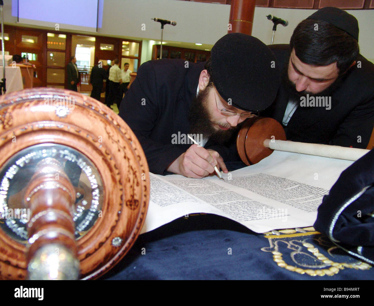 Writing a Torah scroll at the Moscow Jewish Community Centre during the celebrations of Lag Baomer - Stock Image